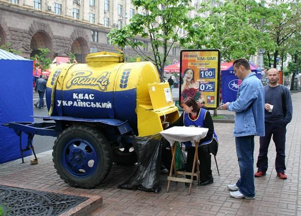 Kwas chlebowy na ulicach Kijowa